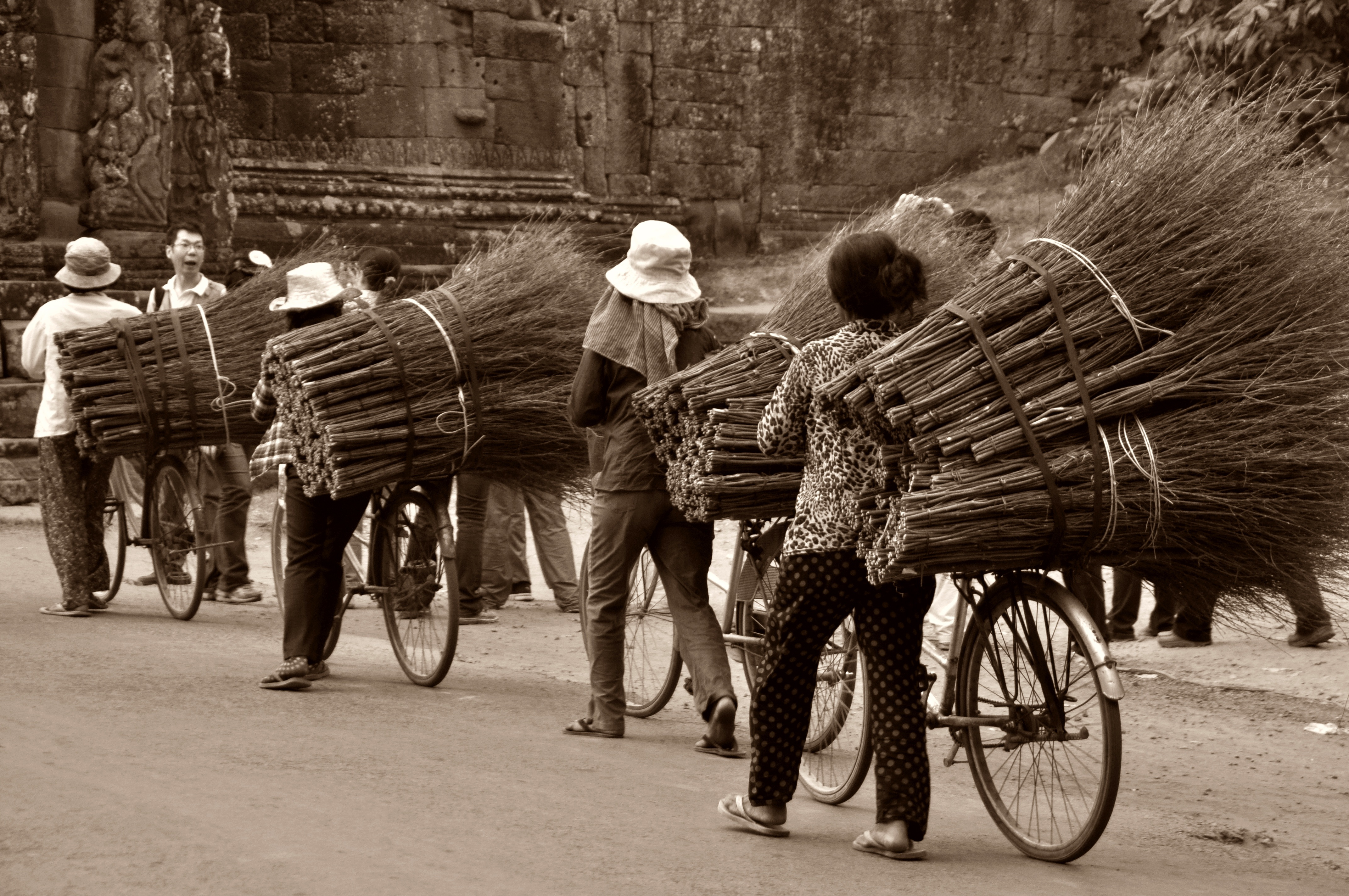 cambodia-angkor-temple-historically-161114